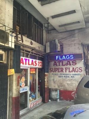 リサールアヴェニュー沿いにあるAtlas Super Flags社店舗兼工房