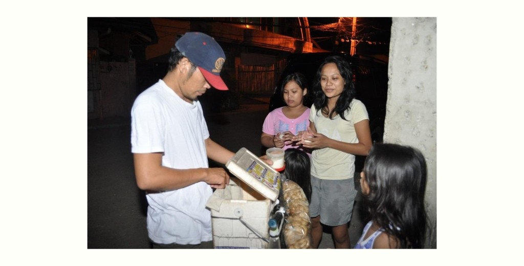 日が暮れるとあちこちで売られているフィリピンのストリートフード「バロット」 (Balot vendor)