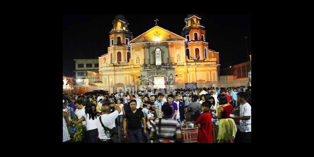 クリスマスでライトアップされたキアポ教会(2012年Phil Star紙より) (Quiapo Church 2012)