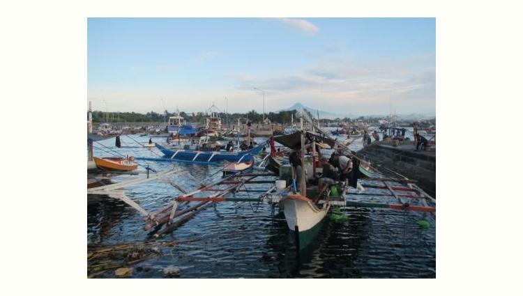 Manny Pacquiaoの故郷ミンダナオ島ジェネラルサントス市の港 (General Santos City, Cotabato del sur, Mindanao)