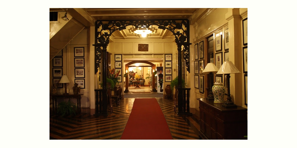 レイテ島タクロバンにあるホテル「アレハンドロ」のエントランス (Hotel Alejandro Tacloban, Leyte)