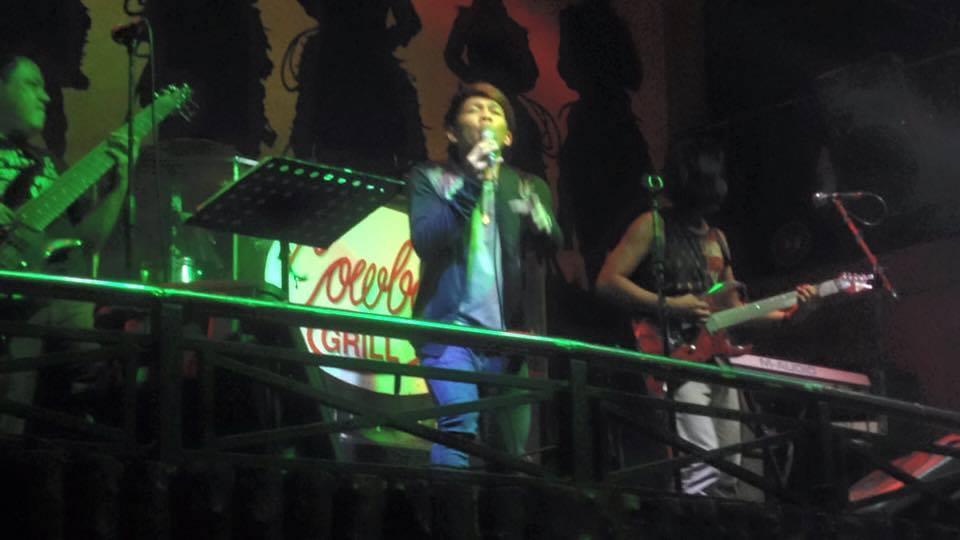今週1位のJovit Baldivino マニラのライブハウスCowboy Grillのステージ