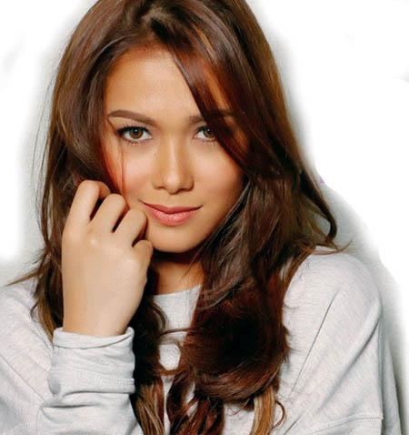 ニューシングルが18位に初登場したマーハ・サルバドール (Maja Salvador)