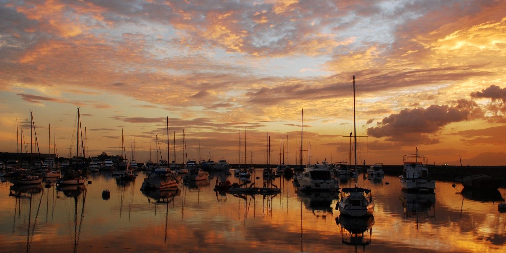 ヨットハーバーから見るマニラ湾の夕景 (Manila Bay Sunset, Manila Yacht Harbor)