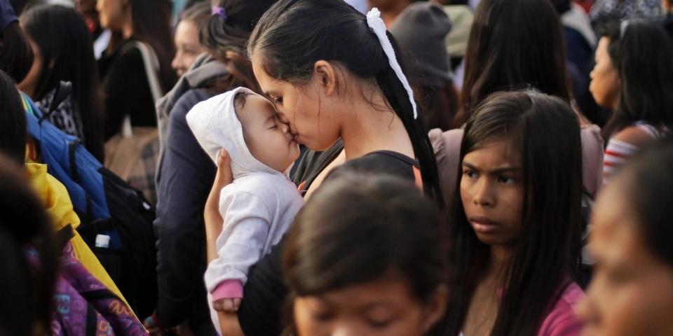 レイテ島の母娘 (mother and her daughter in Leyte)