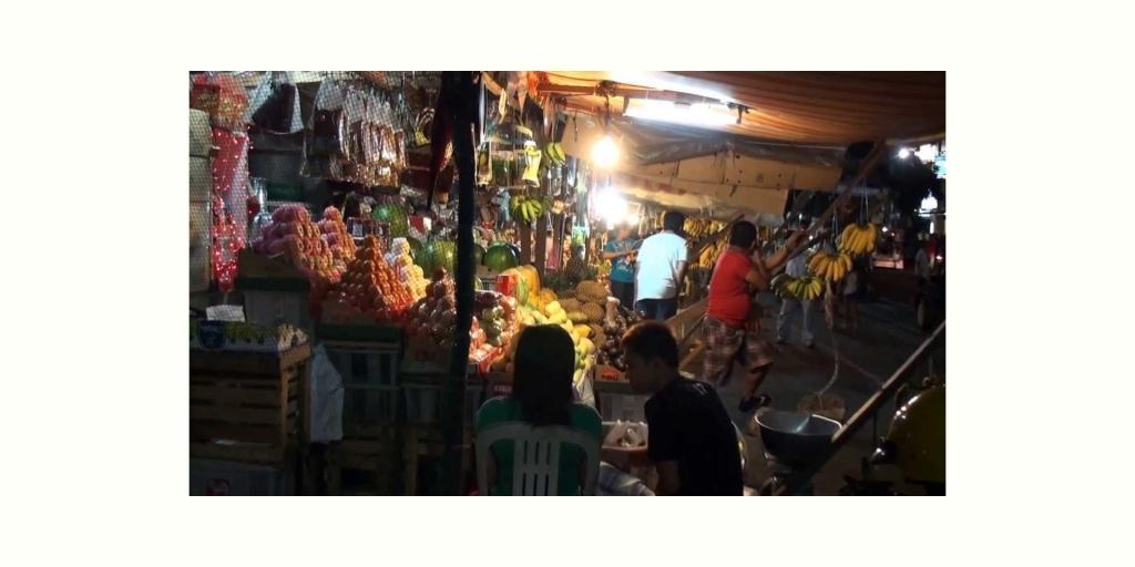 夜のサンアンドレスマーケット (San Andres Fruits Market, Manila)