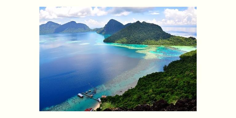 サーフィンの名所、ミンダナオ島の北東部に位置するシャルガオ島 (Siargao Island)