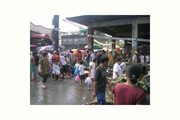 台風被害に見舞われるずっと以前のタクロバンの朝市(レイテ) Tacloban Market Leyte
