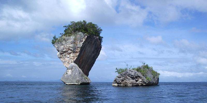サマール島の奇岩 (Tooth Islet : Marabut, Samar)